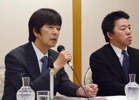 記者会見するジャパネットホールディングス創業者の高田明氏(左)=20日午後、長崎市