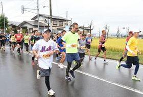 小雨の中、ランナー駆け抜け 新庄ハーフマラソン大会