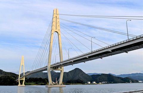舞鶴クレインブリッジ通行止め 橋脚部に損傷見つかる