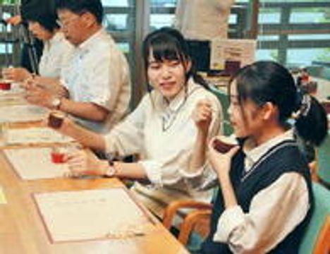 鳥取・日野高女子生徒考案のスイーツ レストランの創作料理に