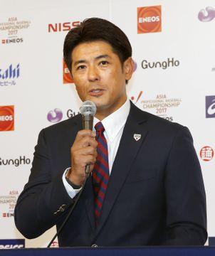 「アジアプロ野球チャンピオンシップ2017」のメンバーを発表する日本代表の稲葉監督=12日、東京都内のホテル