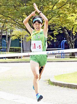 女子は天栄初V、ラスト200メートルで逆転劇 福島県中学駅伝